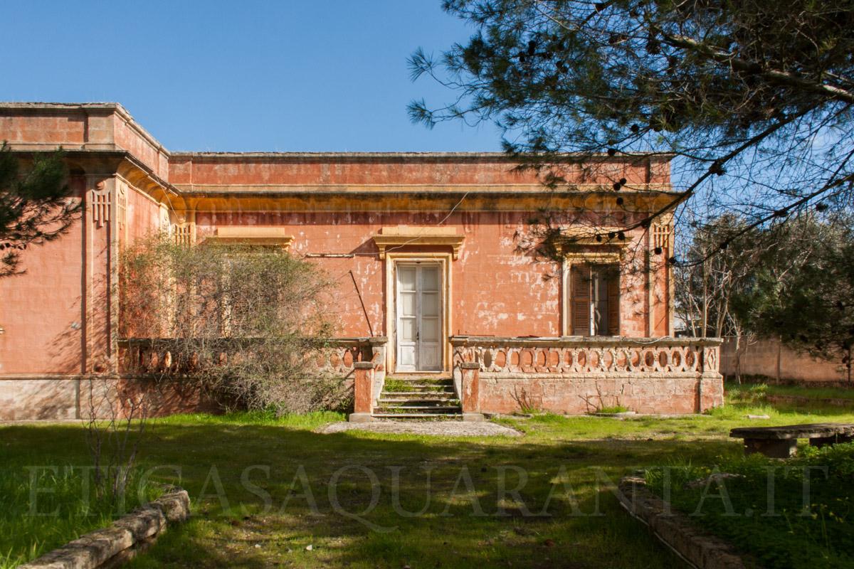 Villa con terreno in vendita a Grottaglie