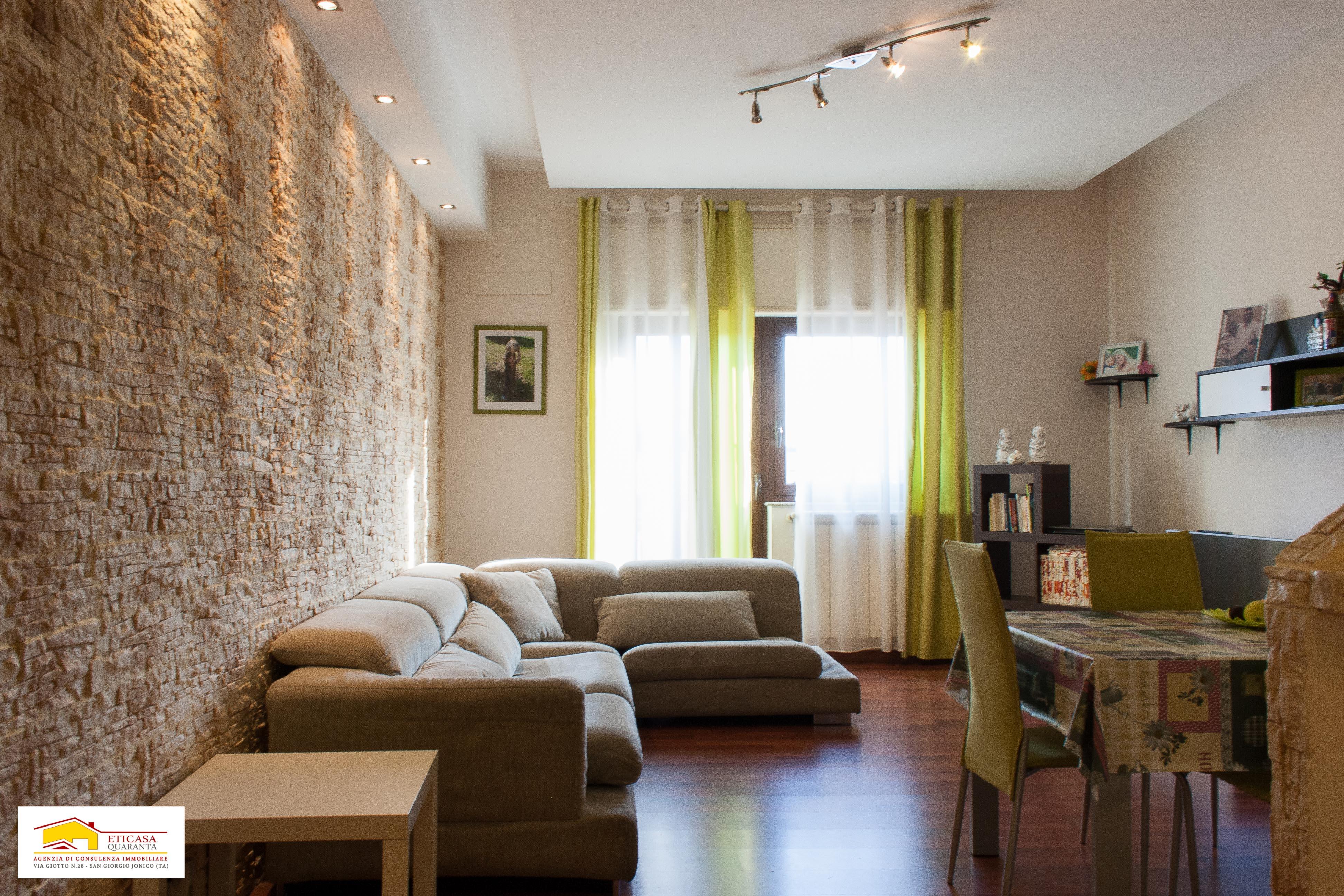 Appartamento con tavernetta e giardino in vendita a Roccaforzata (TA)