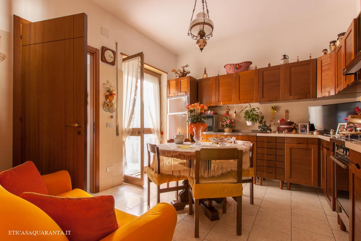 Appartamento di 4 vani e box auto in vendita in San Giorgio Ionico