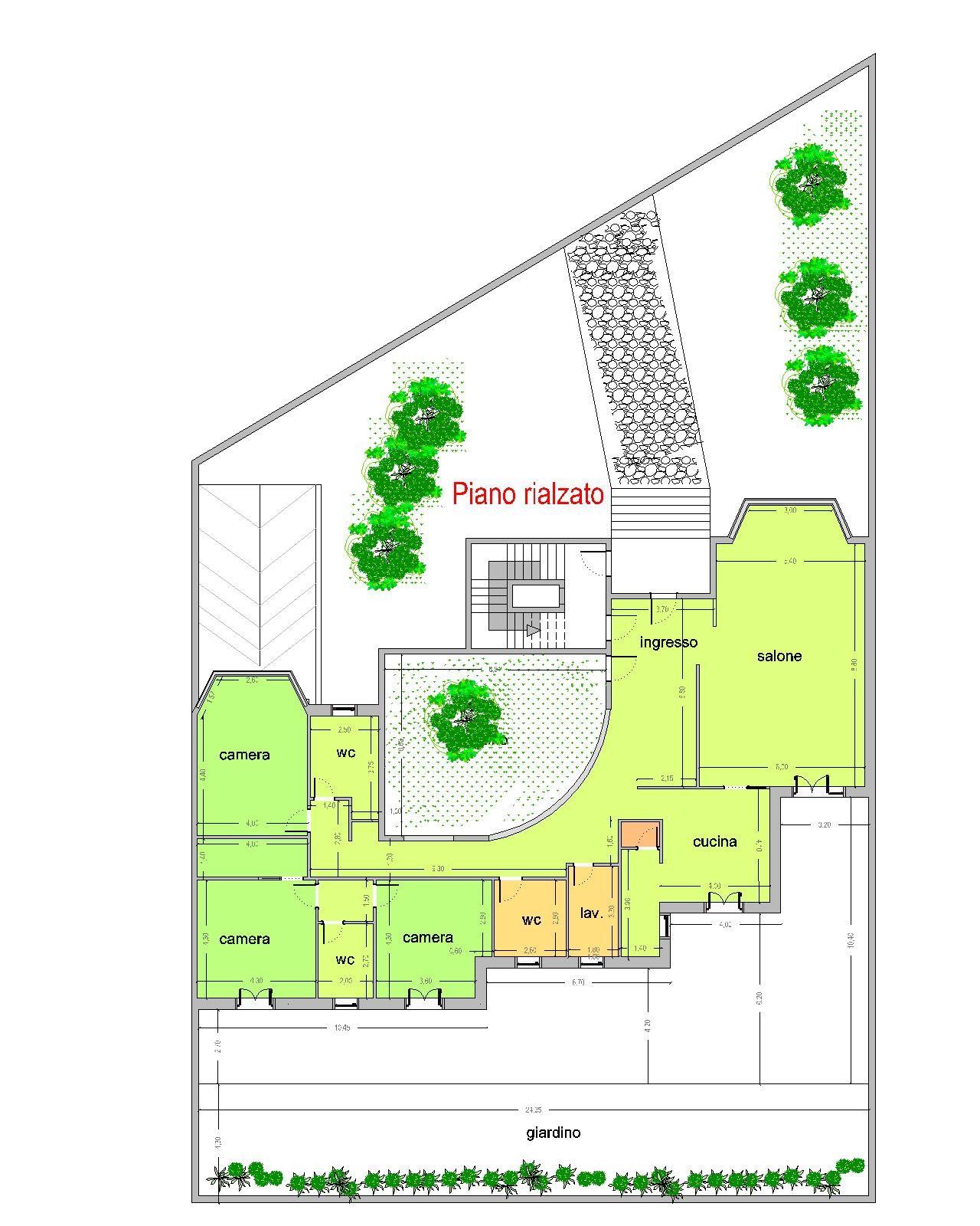 Piano rialzato con giardino d'ingresso
